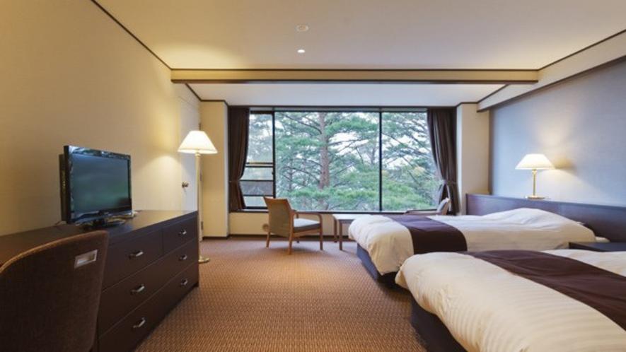 赤松越しのゆったりとした雰囲気が楽しめます /松林側洋室ツインベッドルーム