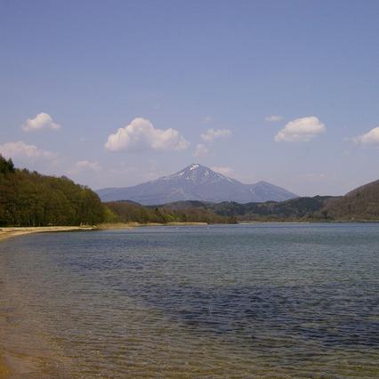 猪苗代湖と磐梯山(車で90分程)