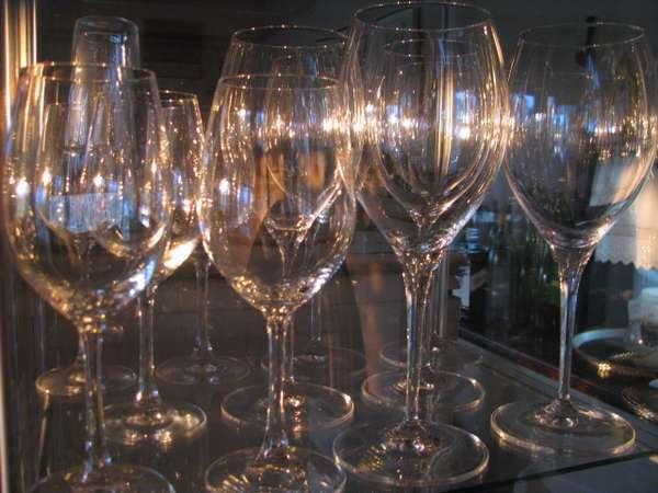 15. 数十種類そろえたワインはお料理に合わせてどうぞ