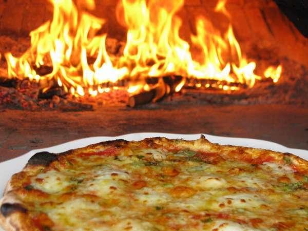 16. 季節限定「蕗の薹のピッツァ」はほろ苦い春の味です