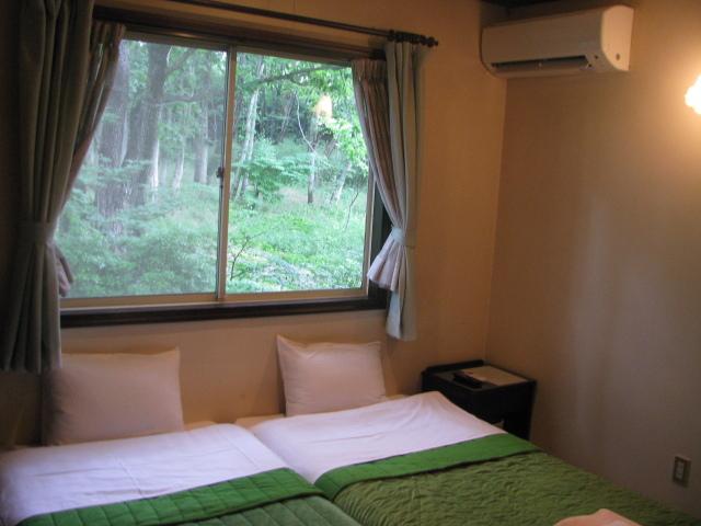 静かな雑木林のツインルーム