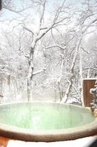 【渓流露天風呂川の湯まる】雪見風呂