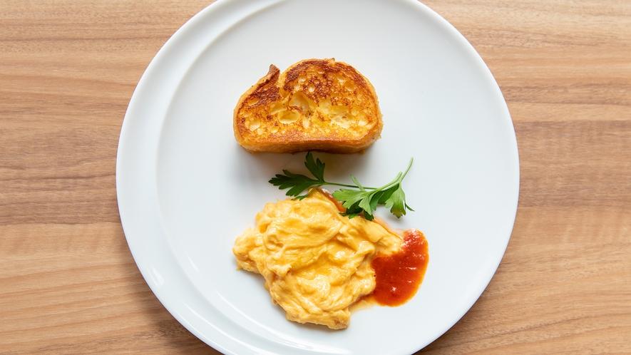 Breakfast|朝食では竹鶏ファームのたまごを使用した卵料理も
