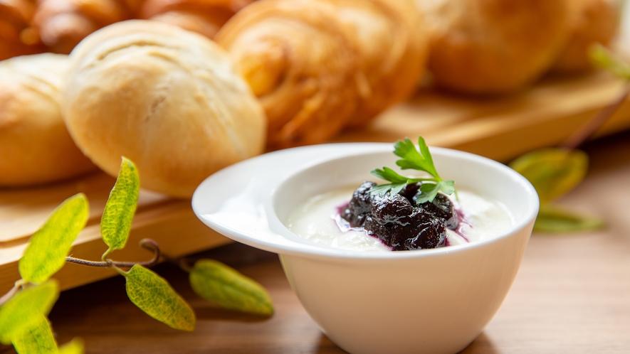 Breakfast|蔵王ヨーグルト、ZAO発酵バターとクリームチーズなども