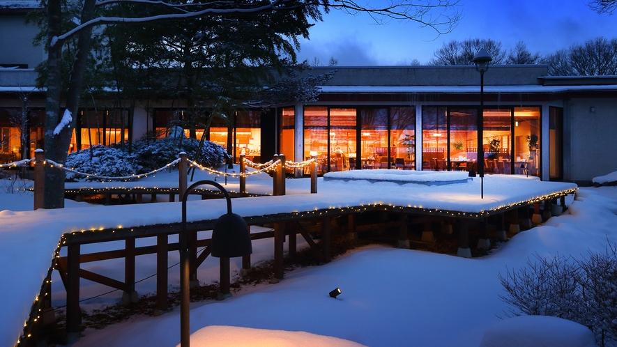 雪夜の焚き火ガーデン