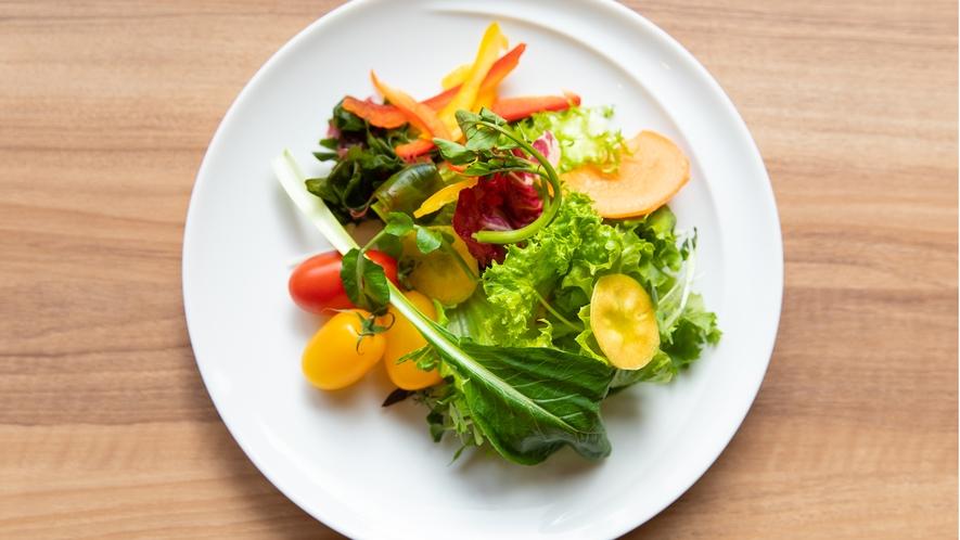 Breakfast|朝もたっぷり蔵王高原野菜サラダをお召し上がりください