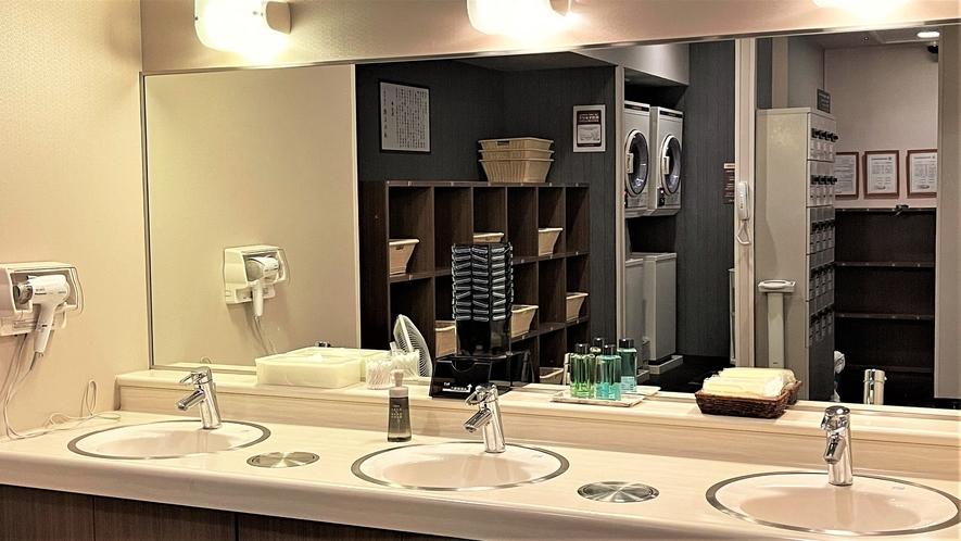 男性大浴場 洗面台~広々とご利用頂けます~