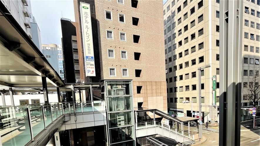 バスターミナル横よりホテル方面~博多バスターミナル2階より出て右へお進みくださいませ~