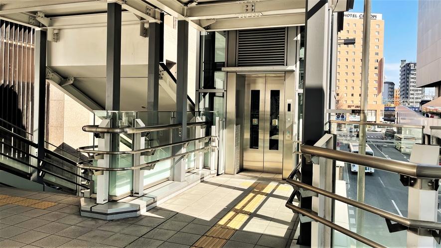 エレベーター・階段~駅からホテルまでの陸橋橋降りてすぐでございます~