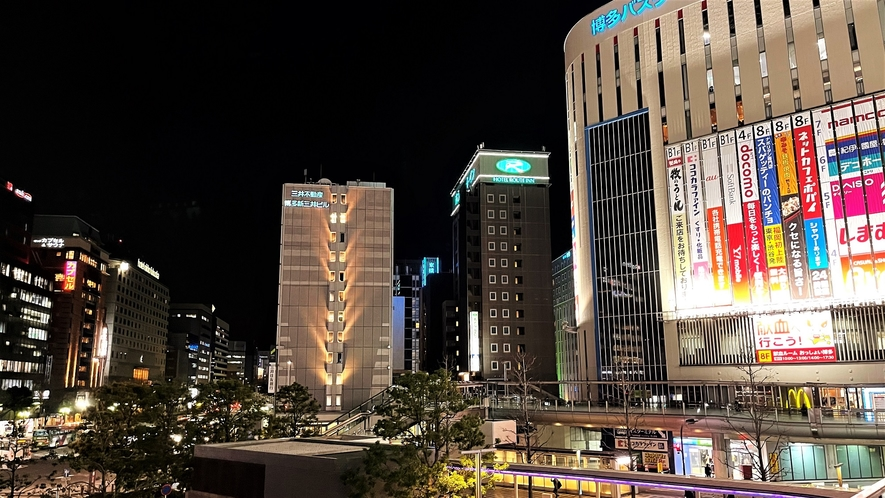 博多駅二階通路よりホテル方面(夜景)