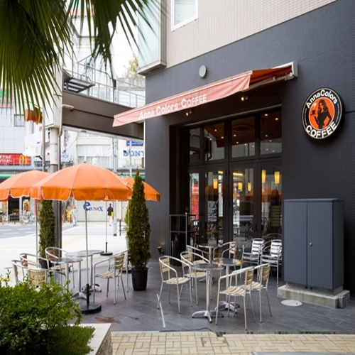 ホテル1階カフェ【アンナカラーズコーヒー】