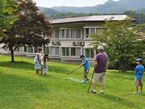 【庭園・夏】パークゴルフを楽しむ風景