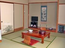 【本館和室・8畳】落ち着いた雰囲気のお部屋です