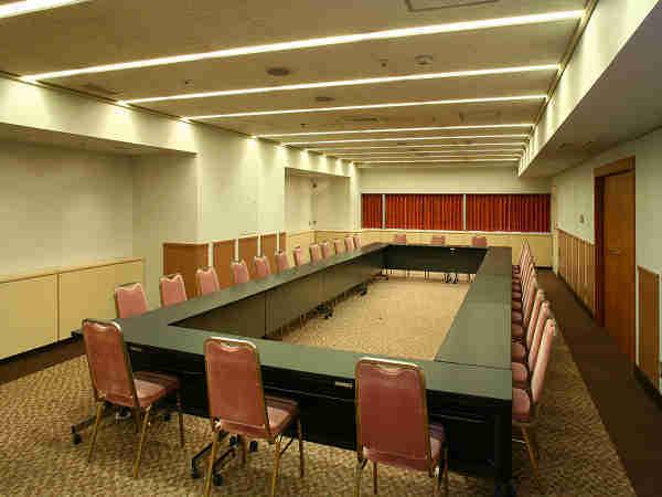 【新館3階.4階会議室】スクール形式からシアター形式等、様々な会議に対応!