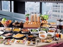 【本館25階マンハッタンテーブル】洋食ブッフェ一例 開放的なロケーションでお好きなものをお好きなだけ