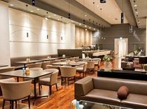 【本館3階カフェ&バーバロン】開放的で落ち着いた店内
