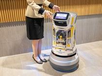 【デリバリーロボットS-mile】自動でお客様の部屋までお届けものをします!