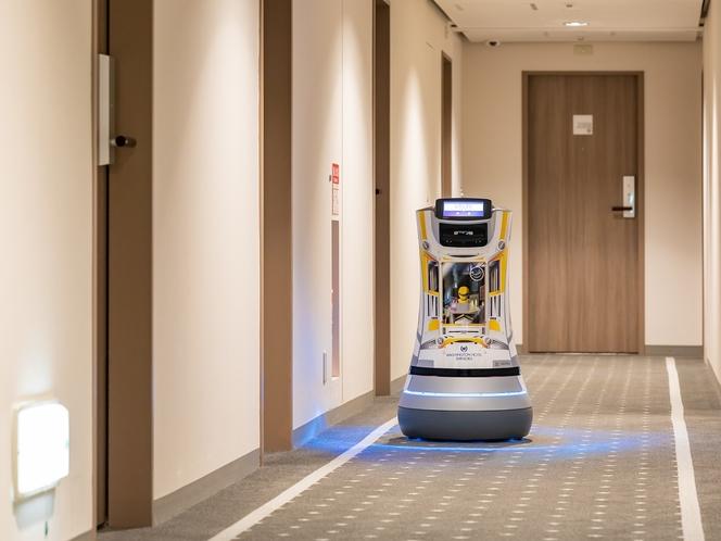 【デリバリーロボットS-mile】障害物を自動で察知し、安全にお届け。