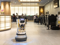 【デリバリーロボットS-mile】本館3階ロビーで待機してます。ぜひ会いにきてください!