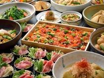 【新館1階ふじた】和食ブッフェ一例 自然光の中で味わう和惣菜中心のブッフェ