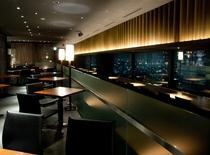 【本館25階マンハッタンテーブル】窓際席ではなくても、夜景が見渡せる店内♪おしゃべりも弾みます☆