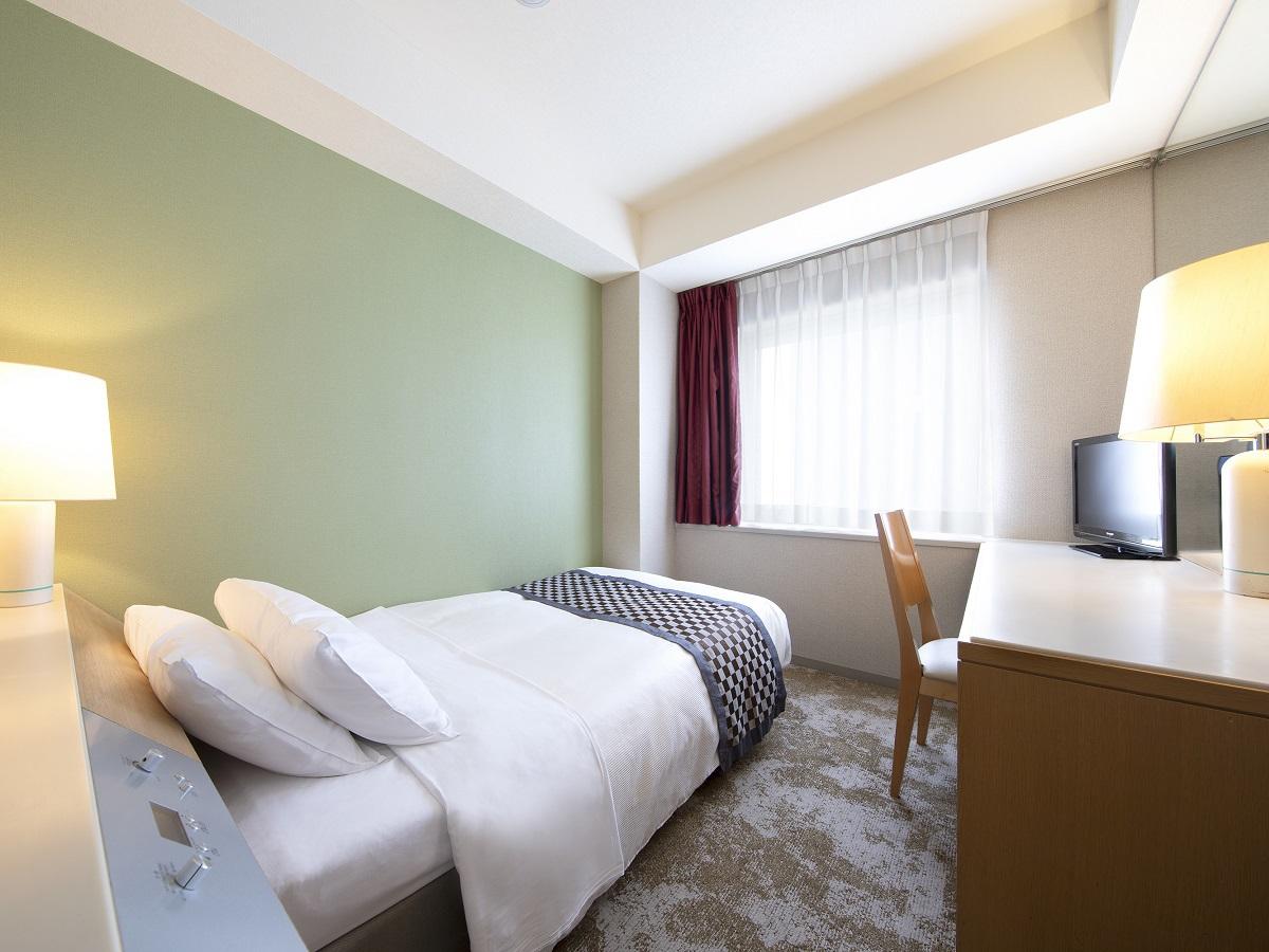 スタンダードシングルルーム(一例)広さ14.2m2/ベッド幅120cm