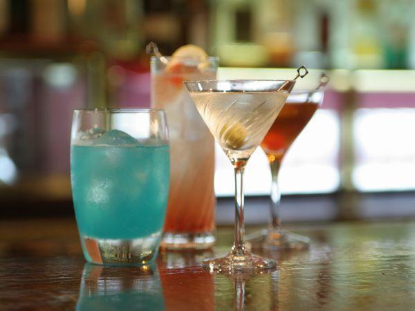 【本館3階カフェ&バーバロン】夜はバーとして♪美味しいお酒とオードブルをお楽しみください