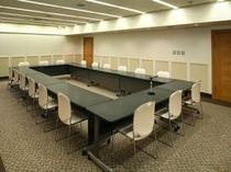 【新館3.4階】用途に合わせてスクール形式やシアター形式等、会議も!