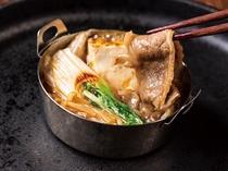 【新館1階ふじた】和食ブッフェ一例 すき焼きも鉄板で面前調理で。出来立てを召し上がれ。