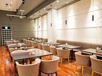 【本館3階カフェ&バーバロン】4名掛けテーブル席