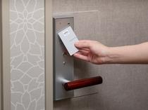 ルームキー連動型エレベーターでセキュリティ強化。宿泊者様以外のフロア立ち入りを防止します