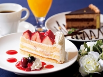 【本館3階カフェ&バーバロン】特製ケーキで優雅なティータイムを