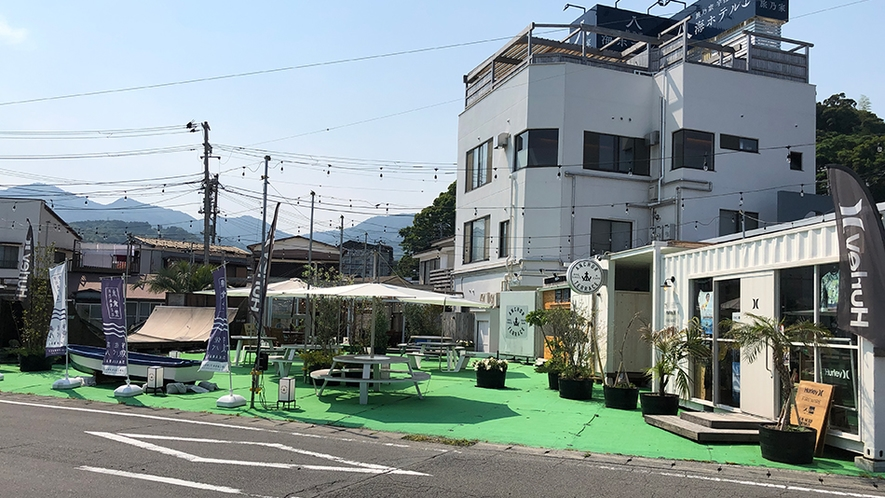 「海辺のレストラン、アンカーテラス」宇佐美海水浴場の目の前です