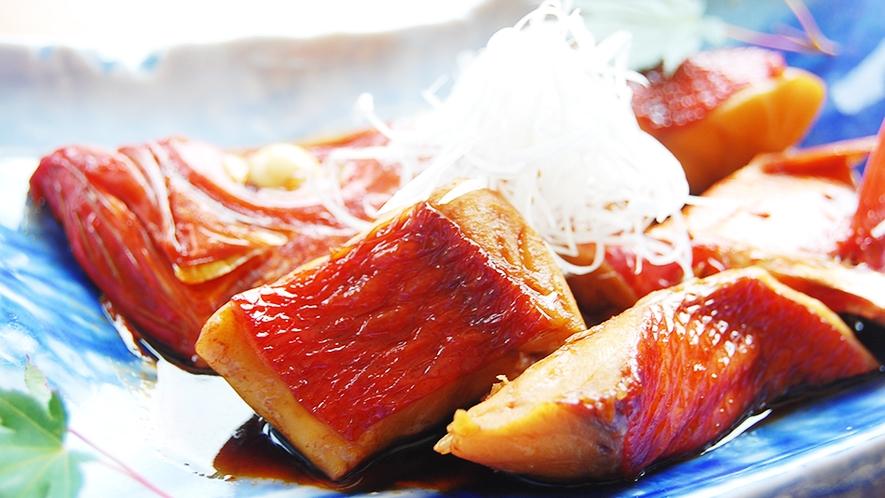 金目鯛のゴロゴロ煮付け(金目鯛半尾分の切り身)専用ご宿泊プランのご予約のみご提供。
