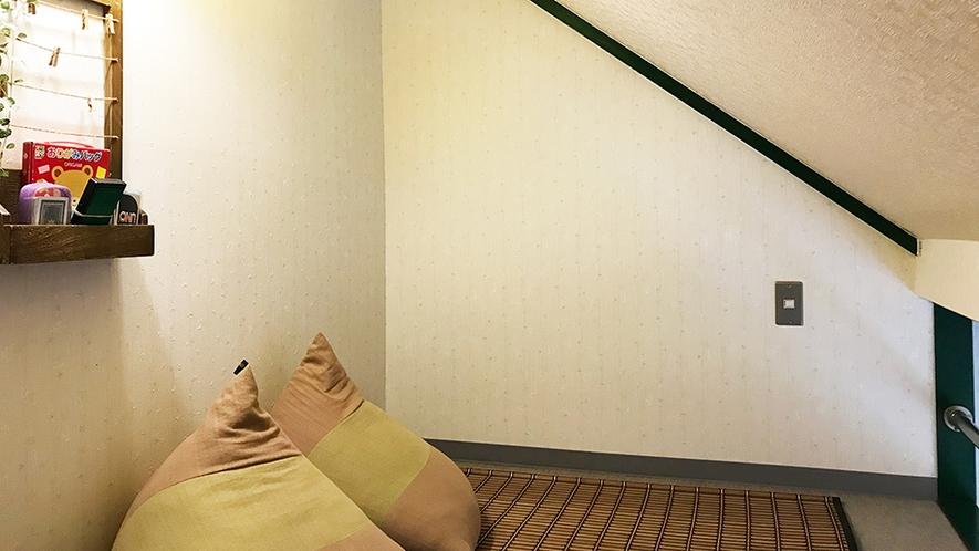 「海側」ミニロフト付ツインルームのロフトスペース