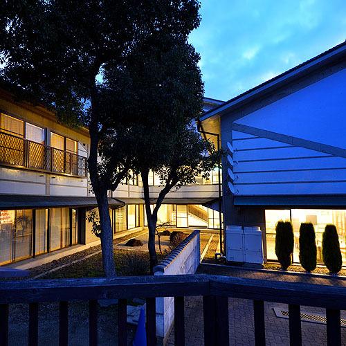 ■ホテル外観(夜)