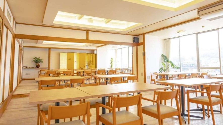 お食事処の中の1つ。2階にある天領(てんりょう)。水郷日田の象徴、三隈川に面しています。