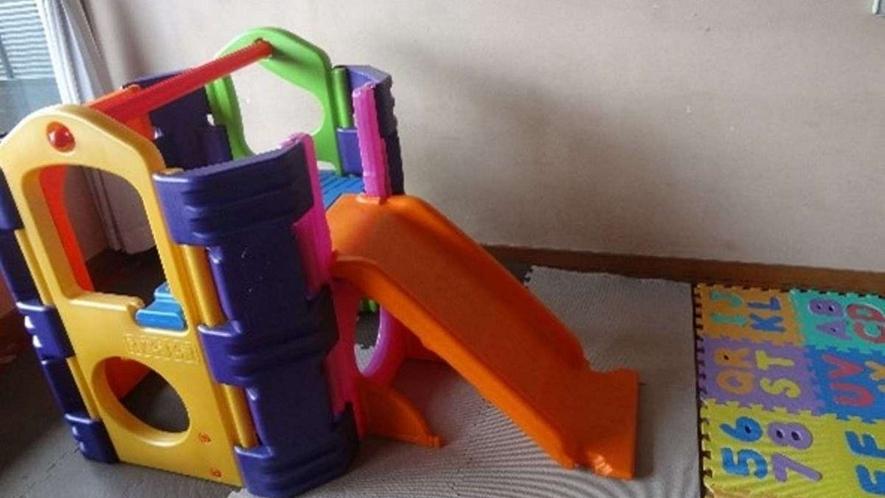 ロビー/子供のおもちゃ・滑り台がございます。