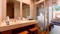 【別館2F藤_和洋特別室】バスルームの洗面台&洗い場は2つございます。
