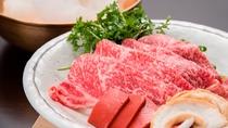 【当館名物・雲海鍋】贅沢な厚切りの1枚肉を豪快に雲に見立てた綿あめにのせてお作りします。