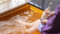 【別館1F貸切特別室「太閤」140平米】お部屋のテラスには専用の金泉足湯がございます
