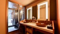 【金泉露天風呂付・特別室】お部屋の洗面台は広々と2台ございます