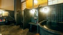 【大浴場A・洗い場・水風呂】水風呂は1名サイズの小ぶりなデザインです。