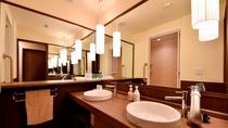 【別館2F藤_和洋特別室・洗面】浴室の洗面とは別途洗面所がございます。