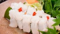 【夏期限定・鱧料理一例】初夏の贅沢、一流の職人が丁寧に下ごしらえした鱧料理をお楽しみください。