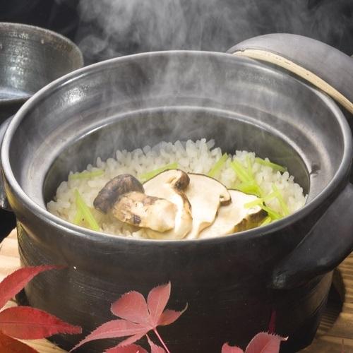 【秋の味覚】土鍋で炊き上げる松茸ごはん