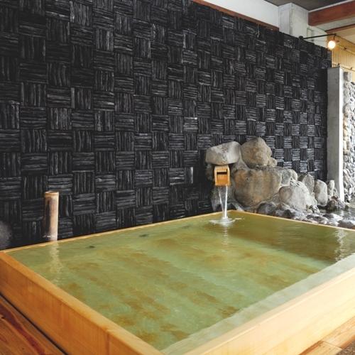【大浴場(3つの露天)】壁一面に備長炭を敷き詰めた国産檜葉(ヒバ)造りの露天風呂