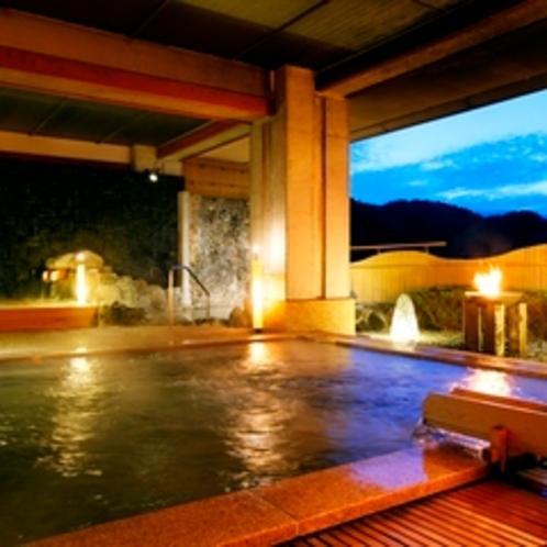 【大浴場(3つの露天)】露天石風呂-足元への刺激が心地良い御影石が心地よくマッサージしてくれます。