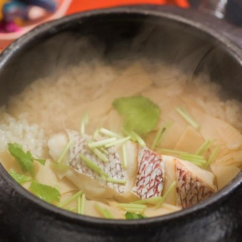 【春の味覚】鯛と竹の子の土鍋ご飯