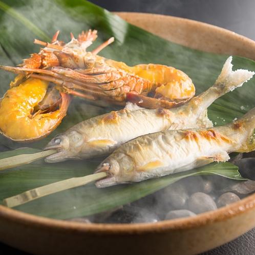 夏味覚 伊勢海老の雲丹焼きと鮎の塩焼きの焙烙盛り